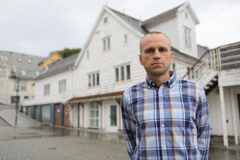 PRØVD ALT: Plansjef i Flora kommune, Anders Espeset, fortel dei har gjort alt dei kan for å hindre forfallet i Trovikeigedommane, utan å lukkast.