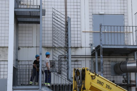 TRAPPER NED: Arbeidet med å gjere klart for riving og utbygging av Amfi starta opp fredag føremiddag.