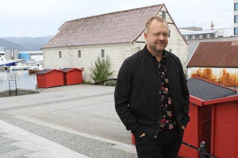 Bengt Solheim-Olsen meiner torget i sentrum bør brukast til parkering - i alle fall i ein periode.