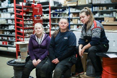 Sanne-Iren Kapstad-Larsen (19), Signe Kjelsnes (20) og Iseline Notø Tunheim (21) er alle lærlingar på NBN Elektro i Florø.