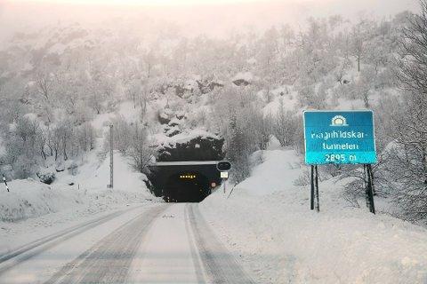 STENGAST: i kveld og i morgon blir Magnhildskartunnelen i periodar stengt på grunn av vedlikehald.