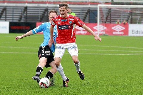 SIGNERT: Johan Peter Vennberg (27) er signert både som spelar og trenar for Florø Fotball.