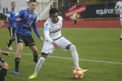 Senai Hagos og Åsane kunne dratt fra i opprykkskampen til 1. divisjon, men tapte 0-1 i Florø lørdag.