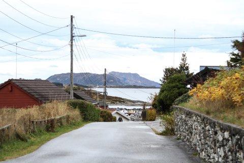 Her i Solhaugvegen/Lyngvegen i Havreneset har kommunen fått to meldingar om at det manglar gatelys i heile området. Det er uvisst når det blir reparert.