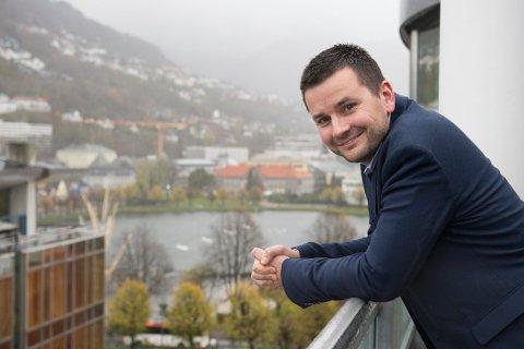 TAKKAR FOR SEG: Etter fire år og to månader i sjefredaktørstolen til BT, og etter 24 år i journalistikken, hoppar Øyulf Hjertenes over som ny direktør i Schibsted Kyst som består av BT, Stavanger Aftenblad og fire lokalaviser i Bergensområdet.