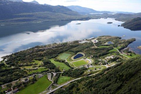 INDUSTRI: NCC Industri AS planlegg å bygge eit mobilt asfaltverk på Nesjane i Eikefjord (t.h.)