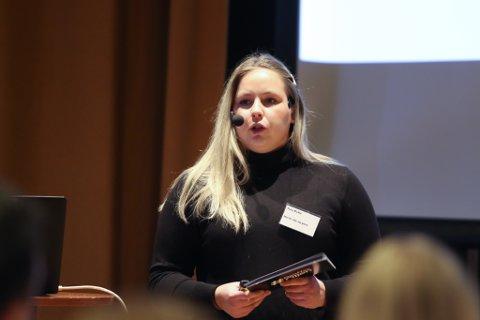 DEN NYE OLJEN: Statsvitaren Tuva Kvåle er ein av dei unge som har inngått i Norsk olje og gass sitt prosjekt #dennyeoljen. Under Vekst i vest fortalte ho om oljeskammen mange unge i oljenæringa føler på.