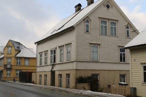 Flora kommune har betalt over 6,7 millionar kroner for denne eigedommen, Markegata 23.