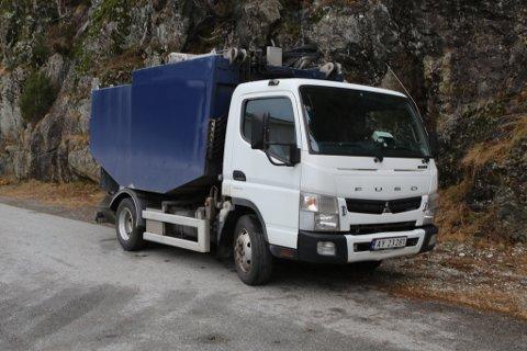 ØYABILEN: Denne bilen skal hente bosset på øyane i skjærgarden utanfor Florø.