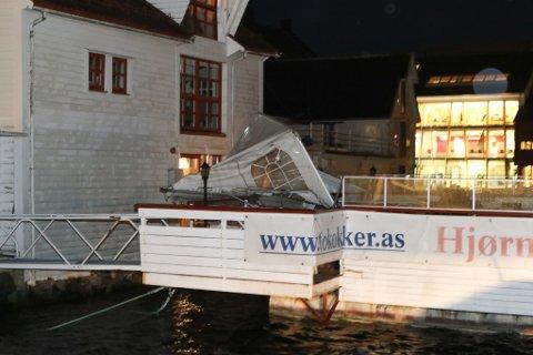 FLÅTEN: Teltet på Flåten har også fått hard medfart i natt.