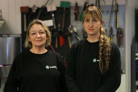 NORBLIKK: Heidi Nygård og Ida Lillenes er to av tre kvinner i Norge som har teke meisterbrevet i blekkslagarfaget. Dei ønsker fleire kvinnelege kollegaer.