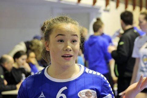 FRAMLEIS I FØRSTE: Amanda Holmen Eriksen (17) og Førde IL slo Stabæk søndag og sikra plassen i 1. divisjon.