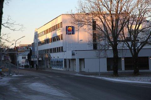 NOK VAR NOK: Her, utanfor Comfort Hotel, var begeret fullt for ein hotellgjest, som tok bilnøklane i eigne hender.