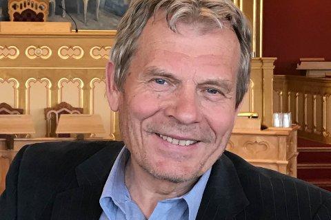 FRÅ SKOGEN TIL POLITIKKEN: Fredag 15. mars kjem stortingspolitikar og naturfilmskapar Arne Nævra til viltseminaret i Florø, der han spør om hjorteviltforvaltninga vår er på ville vegar.