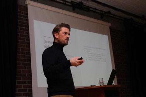 HAR VURDERT PROSJEKTA: Arkitekt Lars Clementsen Pedersen hadde presentasjon i Flora formannskap.