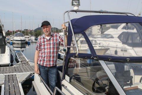 1 AV 300: Arne Stavøstrand er styreleiar i Furuholmen båthamn, og ein av nesten 300 som har fast plass i hamna. I snitt må du vente i ti år før du får deg ein båtplass her.