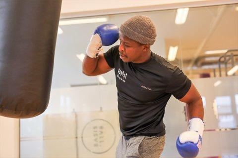 BOKSAR: Blessing Maturo (28) etablerte ein bokseklubb i Sør-Afrika, no vil han gjere noko liknande på Spenst i Florø.