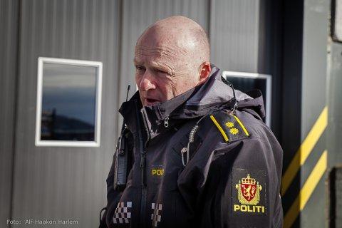 FOR TIDLEG: Tenestestadsleiar fro politiet i Bremanger, Espen Gulliksen seier det er for tidleg å konkludere på brannårsak.
