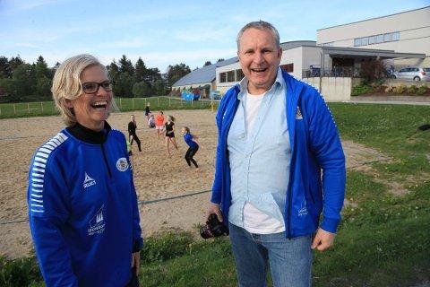 CUPKLARE: Jorunn Farsund og Morten Mortensen er leiarduoen i Florø Handball, som med hundretals gode hjelparar no byr til stor handballfest i Florø komande helg.