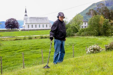 Aage Kvendseth (69) har hatt stor glede av metalldetektoren han fekk i gåve.