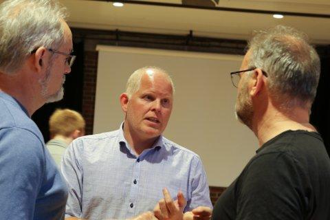HAMNEORGANISERING: Morten Hagen (H) argumenterte for å sette heile hamneorganiseringa i Kinn på vent. - Vi har to godt fungerande hamneselskap, dette hastar ikkje, meinte han.