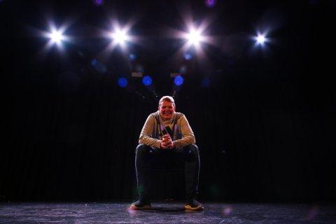 LYSMANN: – Det å styre lysa på ein scene er blitt Jonas Myklebust (15) frå Svelgen sin altoppslukande hobby. – Men det er ikkje for alle, det kan bli vel hektisk innimellom, seier han.