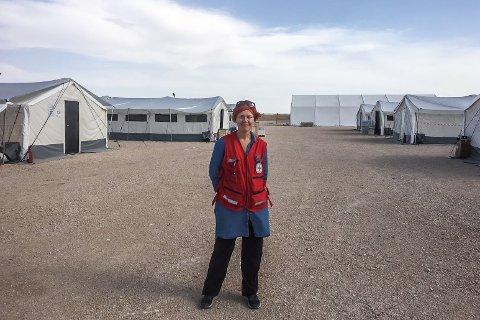 I LEIREN: Elin Hopland i Al Hol-leiren i Syria.