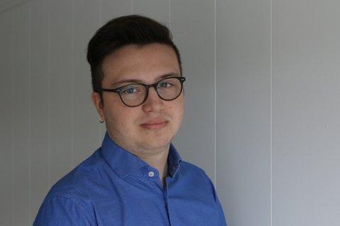 KRITISK: Ungdomskandidat Vebjørn Leite Olsen i Kinn Høgre ønsker eit vaksinepåbod i Kinn kommune.