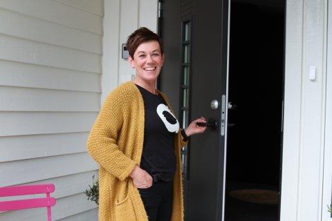 Anne Marie gler seg over å ønskje velkommen til eit hus som har kravd, og fått, mykje kjærleg omsorg. – Eg kjenner eg har gjort det rette, smiler ho.
