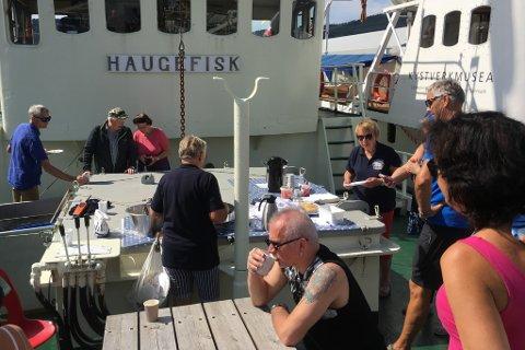"""Det ryktast etter kvart at """"Haugefisk"""" hadde gode sveler om bord."""