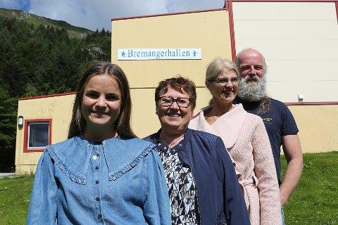 Bremangerhallen- styremedlemmer i Rockweekend garanterer musikalsk magi med Mary Black. Framme Maria Igland, Nina Grotle, Mary Jane Varpe og grand old man Norvald Klungresæter.