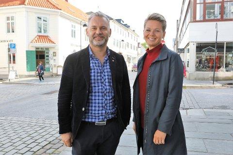 SAMARBEID: Floraordførar Ola Teigen og vågsøyordførar Kristin Maurstad merkar at arbeidet dei har lagt ned i kystsamarbeid den siste perioden er i ferd med å gi utelling.