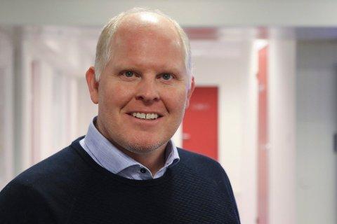 OVERRASKA: Høgre sin ordførarkandidat i Høgre, Morten Hagen meiner at Ap-si lovnad om å utvide ungdomskortet frå 20 til 23 år, er å gi meir til dei få med kostnad for dei mange.
