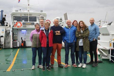 KINN: Her er nokre av Kinn-leiarane samla på pendlarruta mellom Måløy og Florø. Knut Broberg og kommunalsjefane Linda Nipen, Trond Ramstad Olsen, Norunn Stavø. Arkivfoto
