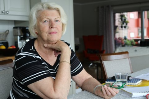 Reidun Espeland, leiar i Flora pensjonistlag let seg sjokkere over tilhøva på Furuhaugane omsorgssenter då sambuaren vart innlagd der.