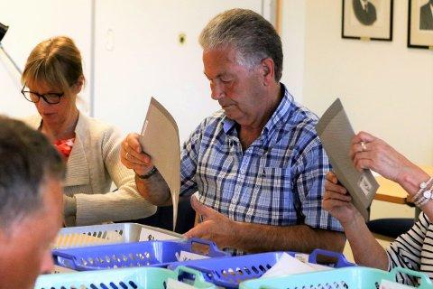 GLAD OG AUDMJUK: Nils Myklebust, nestleiar i valstyret for nye Kinn kommune fortel han er både glad og audmjuk at Vågsø-stemmene no blir telt for seg under valet 9. september.