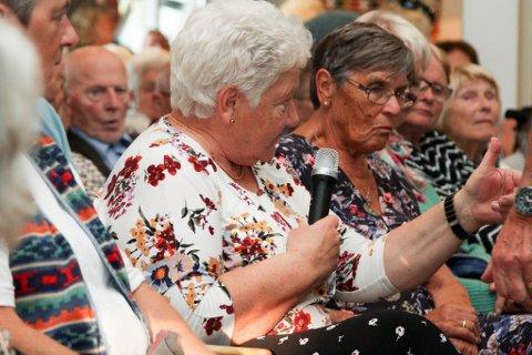 Det kom oppunder 150 menneske til politikardebatten Flora Pensjonistlag arrangerte torsdag, og engasjementet var tidvis høgt då salen fekk høve til å stille spørsmål til politikarane.