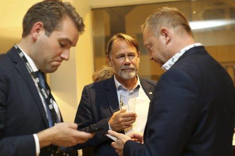 Kva no? Jacob Nødseth (V), Bjørn Hollevik (H) og Bengt Solheim-Olsen (H) var tankefulle etter valresultatet.