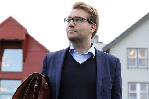 SKIKKELIG: Jacob Nødseth, leiar for utvalet for felles identitet, kultur og symbol i Kinn kommune, meiner Kinn kommune må ha ei ordførarkjede og ikkje eit smykke.