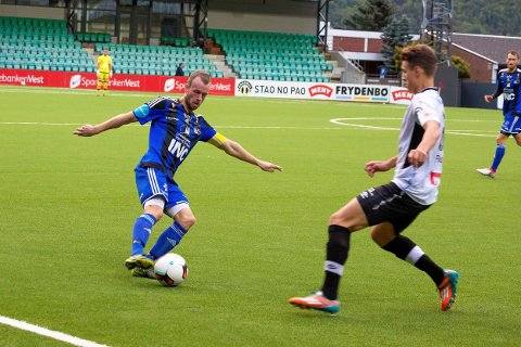 OPPLEVINGAR: André Frøyen Reksten (30) har fått mange store opplevingar som sjef for A-laget til Florø. No er eit nytt kapittel i karriera opna, tysdag debuterte han for Eikefjord.