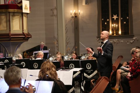 ENDELEG: Vi måtte heilt fram til slutten av september før Florø Hornmusikk igjen kunne by folk til konsert. Det skjer i Florø kulturhus tysdag 29. desember.