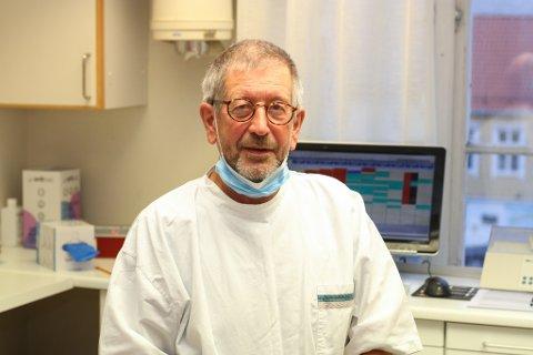 HAR HÅP: Jack Ingebrigtsen har ikkje fått inspisert tannklinikken sin etter brannen, og han har framleis håp om at ikkje alt utstyr har gått tapt.