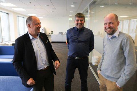 ENGASJEMENT: Morten Stordalen t.v. og Bengt Rune Strifeldt er stortingsrepresentantar frå Frp. Dei møtte Frank Willy Djuvik og næringslivet i Florø denne veka.