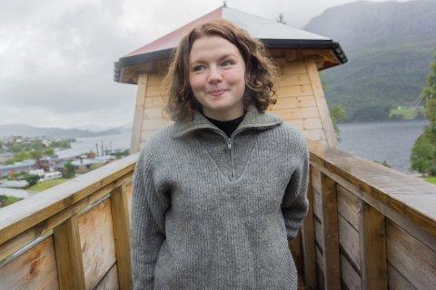 SKAL TIL BYEN: Reidun Melvær Berge under årets teaterfestival i Fjaler. Femårskontrakten ho har no går ut ved nyttår 2020. Deretter ventar nye eventyr i Bergen.