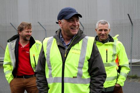 Consto skal bygge ny redningshelikopterbase i Florø. F.v. Jan Magne Fylkesnes, Lars Osland og Jan Arve Solheim