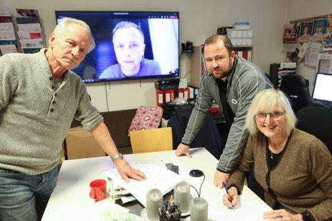 PÅ LÆRARLAGET: Utdanningsforbudet i Kinn. Frå venstre: Reidar Knapstad, Hilmar Kråkenes (på link), Christer Reksten Solheim og Aase Ulriksen.