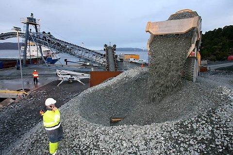 IKKJE BEINT FRAM: Norwegian Sandstone Export ønskjer å utvide anlegget stitt på Seljestokken, men Fylkesmannen meiner såbar natur i nærområdet talar for det motsette.