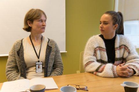 FRAMLEIS I LAG? No er det likevel ikkje sikkert at dyrepolitiet sine etterforskarar skal flyttast frå Florø til Sogndal. Det betyr at jurist Inger Helen Stenevik (t.v.) framleis kan jobbe tett saman med etterforskar Elise Guddal.