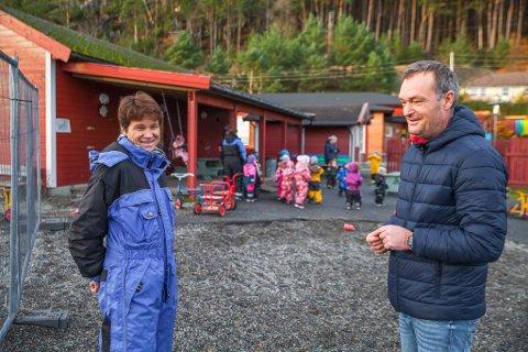 GLEDE: Fagleiar for barnehage, Anette Igland, og leiar for Kalvåg Oppvekst, Dag Magne Nigardsøy, tek gjerne mot fleire barn.