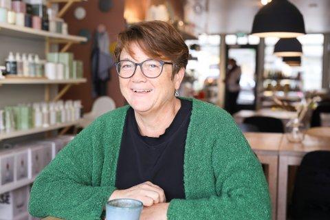 NØGD ORDFØRAR: Anne Kristin Førde (Ap) er glad for positive nyhende. 20 millionar til veg kjem godt med.